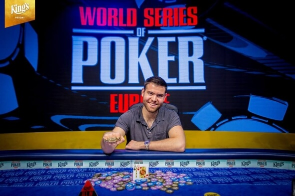 Loňský šampion Main Eventu WSOPE Jack Sinclair